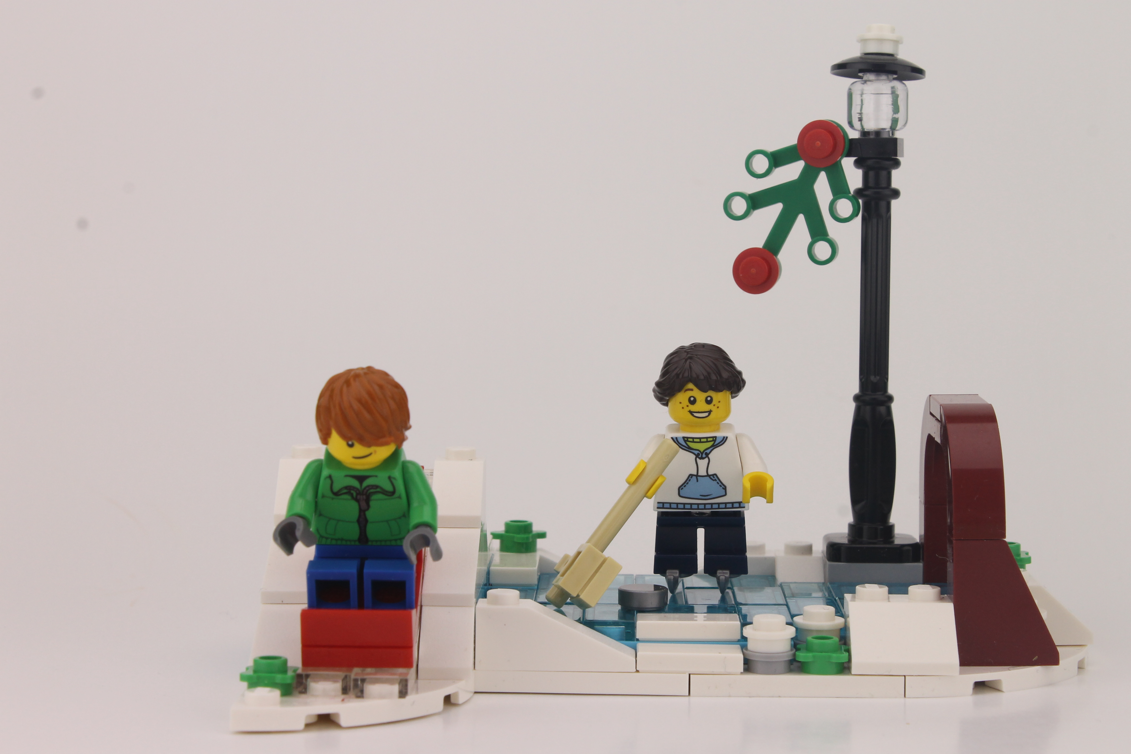 LEGO Seasonal Christmas Winter Skating Scene (40107) | Brick